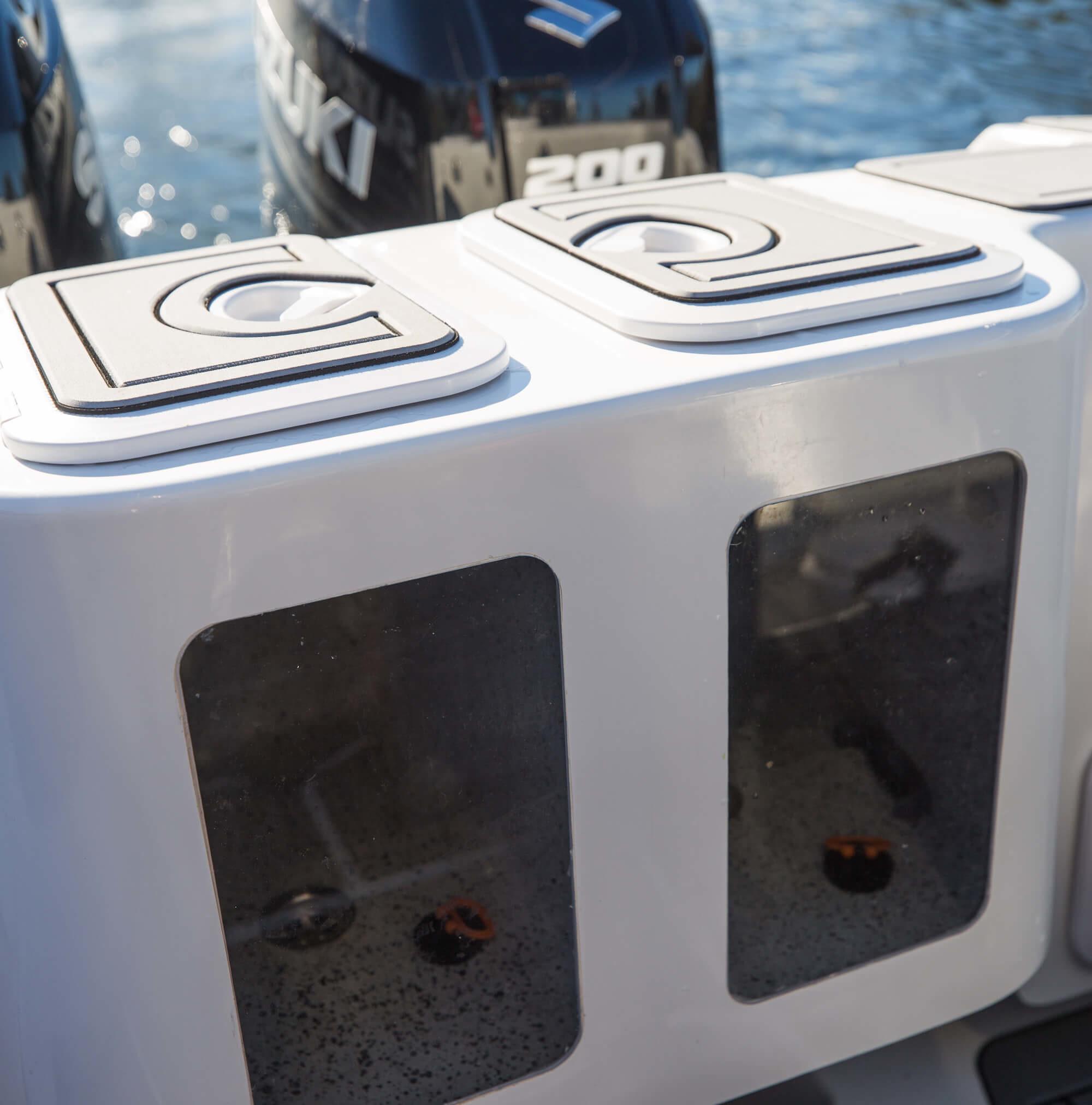 Dual live bait tanks on Edencraft 233 Formula Platinum