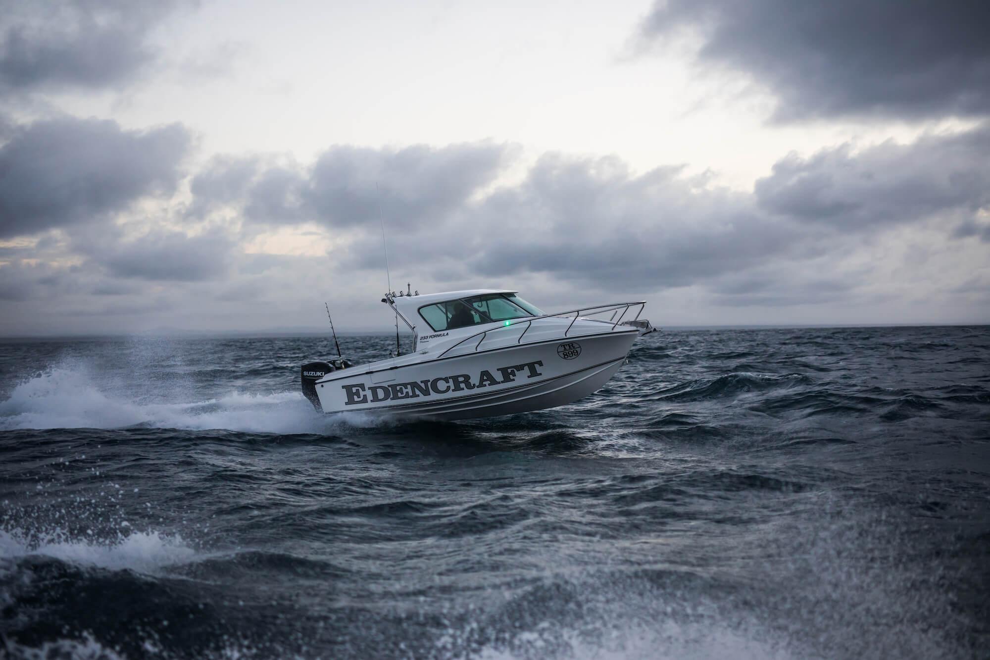Edencraft 233 Formula Platinum travelling offshore